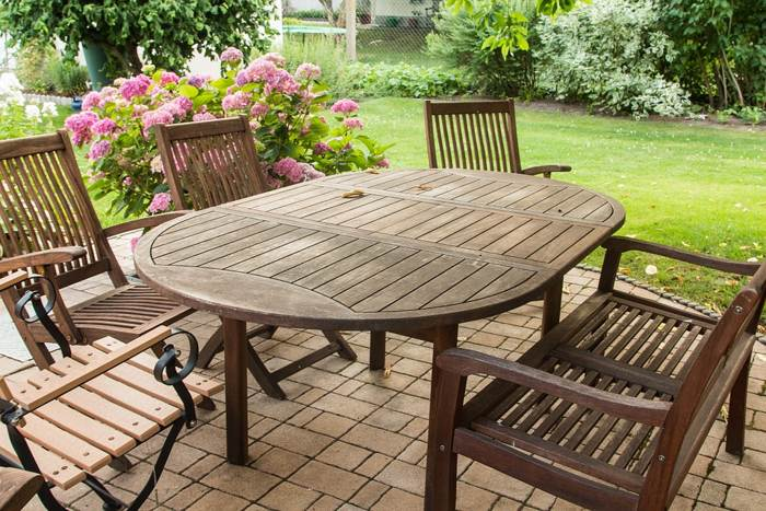 garden-furniture-table