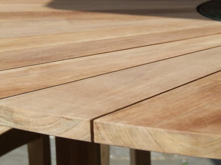 Close up image of the sun ray effect teak planks of the Hawaiian Teak Table